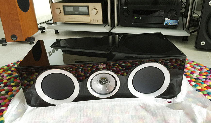 Can canh ve dep loa center KEF R600c mau black piano