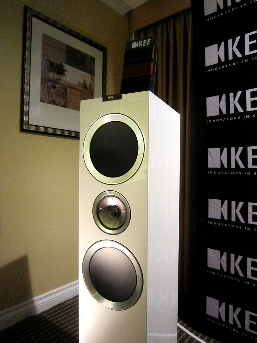 Can canh loa Kef R900