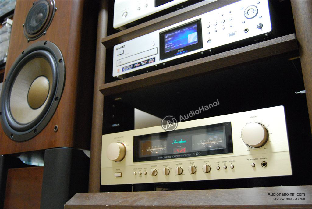 Amply Accuphase E-260 trong bo dan